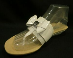NWOB-Anne-Klein-Women-039-s-Impeccable-Wedge-Sandal-Slide-White-Bow-Shiny-Size-8-5
