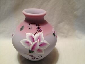 Fenton 2008 Hp Blue Burmese Lily Garden Vase #142 In Box---price Reduced!!! Art Glass