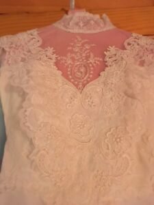 Vintage-Wedding-Dress-Size-6-Perfect-Condition-was-professionally-preserved
