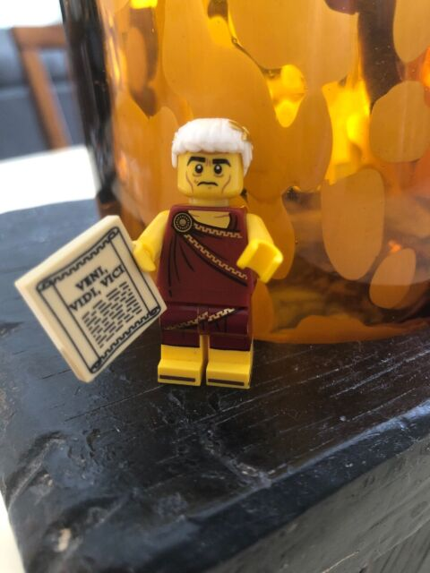 LEGO-MINIFIGURES SERIES 9 X 1 TORSO FOR THE ROMAN EMPEROR FROM SERIES 9 PARTS