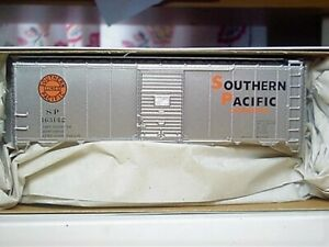 Accurail-HO-8105-Southern-Pacific-Overnights-AAR-40-039-Steel-Boxcar-163142