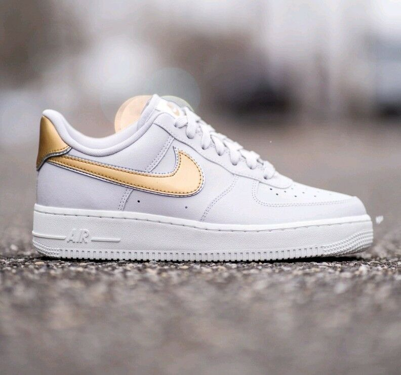 10.5 WOMEN'S Nike Air Force 1 07 MTLC gold Sneakers AR0642 001 VAST GREY casual