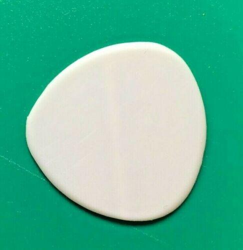 CLEARANCE SALE Wegen M100 Mandolin Pick 1.0mm thick Right-handed bevel