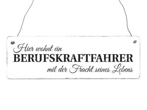 Holzschild Shabby HIER WOHNT EIN BERUFSKRAFTFAHRER Mann LKW-Fahrer Spruch