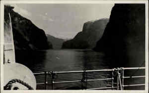 NORWEGEN-Norge-1935-Fjord-Echtfoto-AK-Aussicht-von-einem-Schiff-Real-Photo-Pc