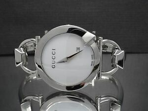 97cd564db41 Gucci YA122501 Chiodo 122.5 Women s Date White Dial Stainless Steel ...