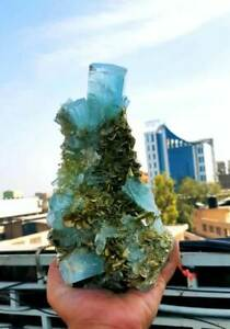 Aquamarine-Specimen-Terminated-Damage-Free-Aquamarine-Crystals-with-Muscovite