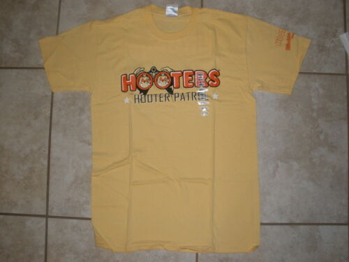 NEW MEN/'S YELLOW HOOTERS PATROL T-SHIRT MADERIA BEACH FLORIDA STRETCHY SMALL