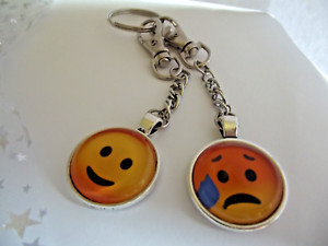 2 EMOJI-KEY-RINGS HAPPY SAD KEYCHAIN METAL CLIP CAR KEY GIFT BAG PARTY BIRTHDAY