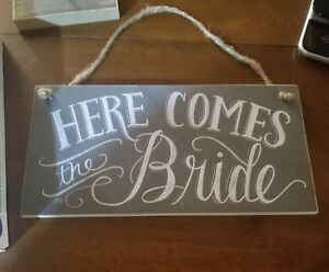 HERE-COMES-THE-BRIDE-RUSTIC-SIGNPrimitives-by-Kathy-Chalk-Art-Hanging