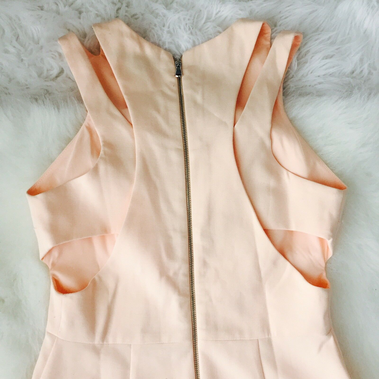 FRENCH CONNECTION Whisper Whisper Whisper Light Cut Out Peach Apricot Dress Sz 6 3c3059