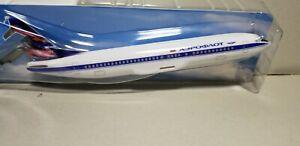 WOOSTER-W606271-AEROFLOT-737-400-1-180-SCALE-PLASTIC-SNAPFIT-MODEL