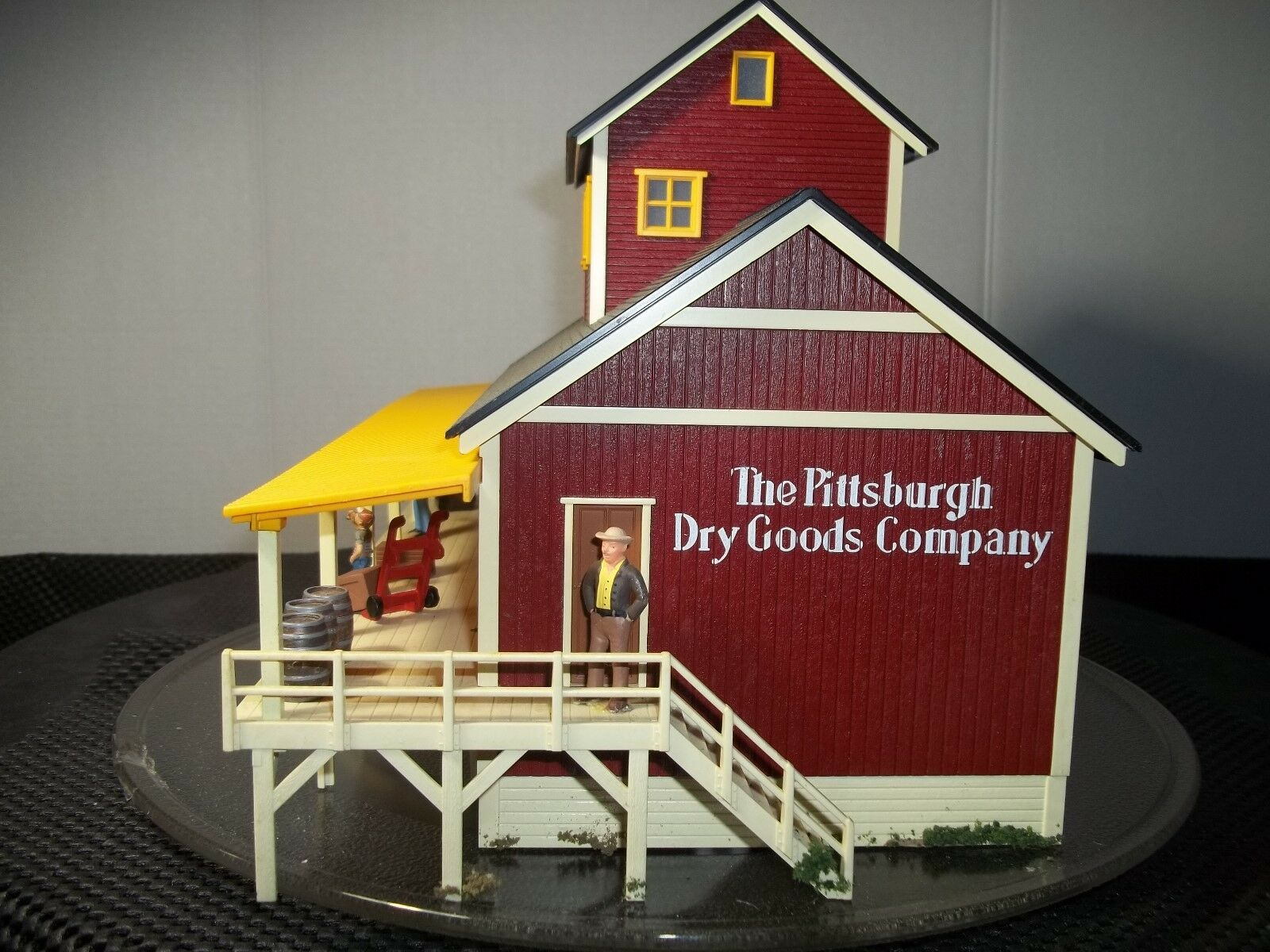 MTH O SCALE BUILDING  BY MTH