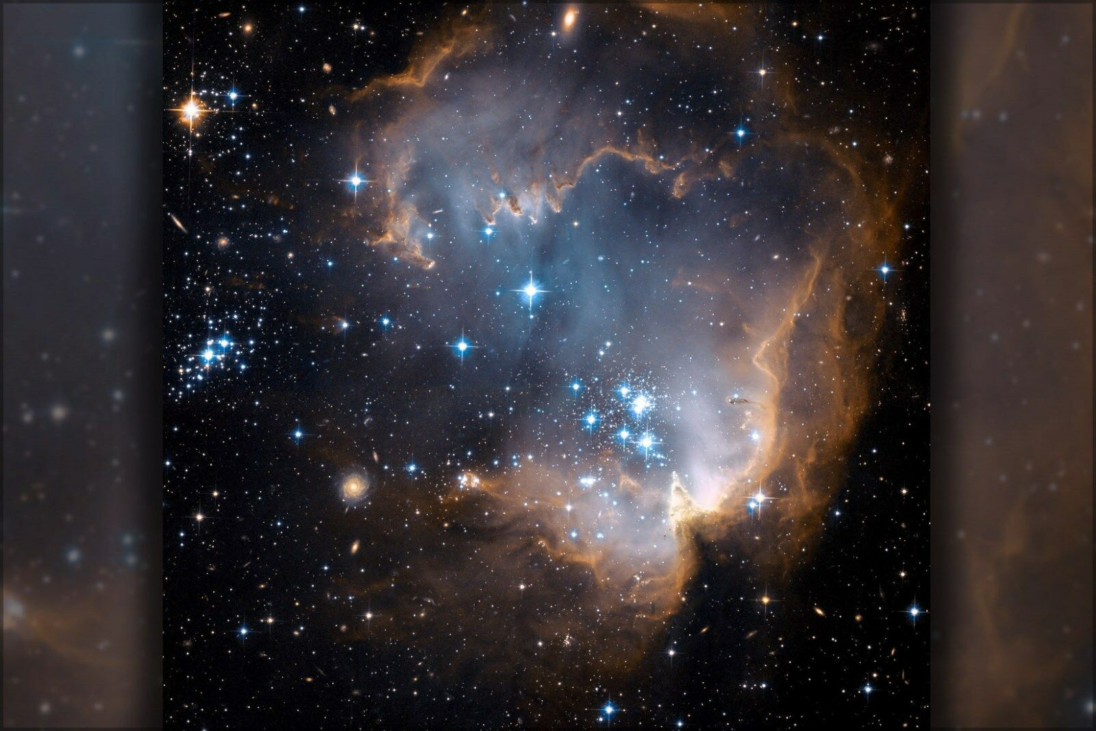 Poster, Many Größes; Ngc 602 And N90 As Seen By Hubble Space Telescope