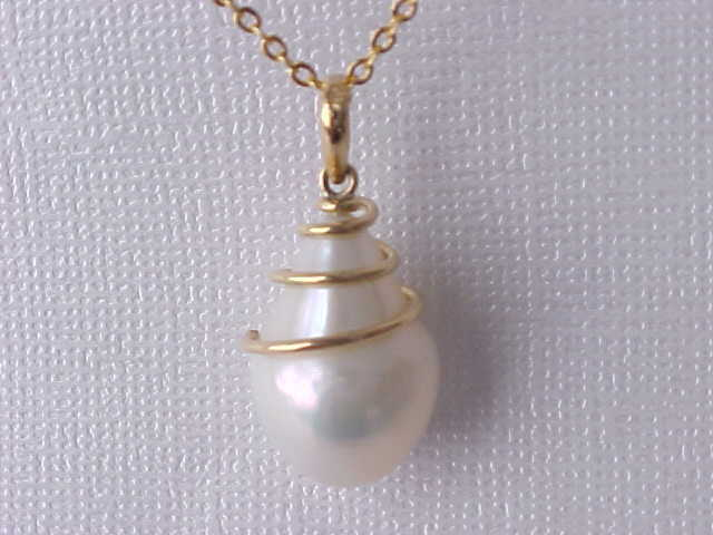 13MM X 19MM GENUINE WHITE PEARL PENDANT SOLID 18K YELLOW gold