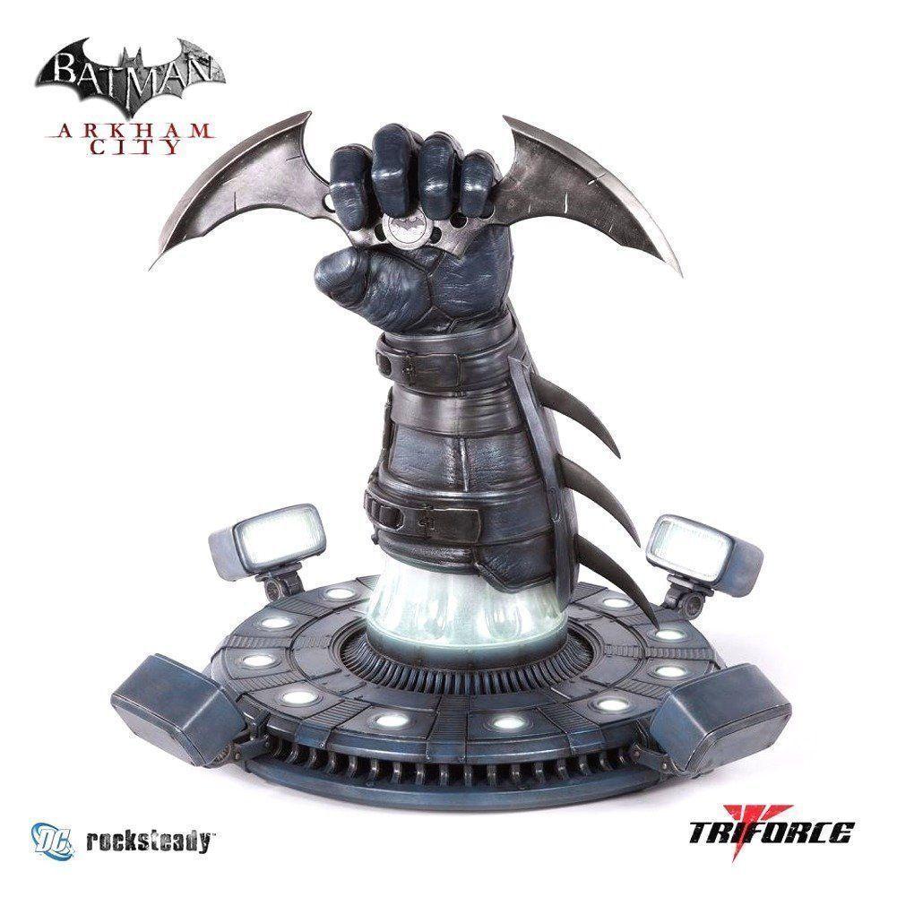 Batman  Arkham  City - Batarang Prop Replica 22  Statue Collector's Item UK    .