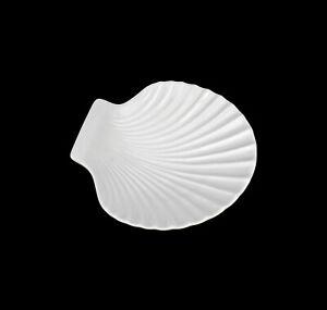9942625-Porcelain-Bowl-Big-Scallop-Wagner-amp-Apel-14x13cm