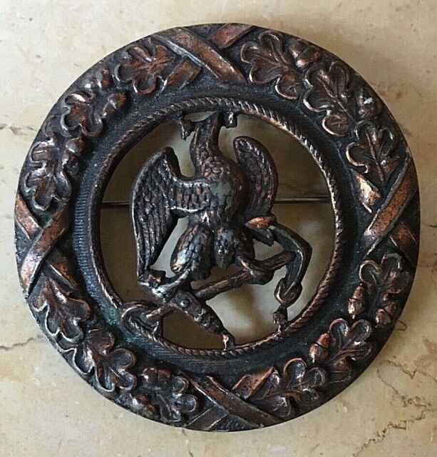 ORIGINAL - INDIAN WARS U.S. NAVY SILHOUETTED PIN BACK BADGE