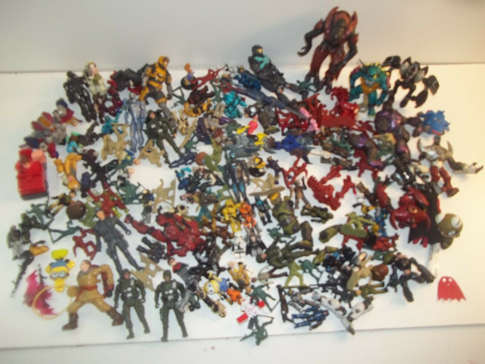 Large Mixed Lot of small Action Figures, lego, army, and and and other various 51924a