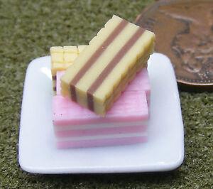 1; 12 échelle 4 Gaufrettes Mixte Sur Une Plaque Maison De Poupées Miniatures Accessoire De Boulangerie-afficher Le Titre D'origine