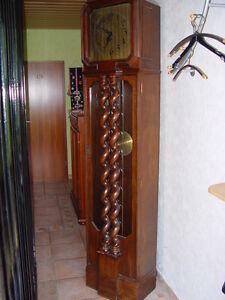 Clever Standuhr Um 1900 Gedrechselte Säulen 1/2 Std.schlag Gewichte Ketten Holzgehäuse