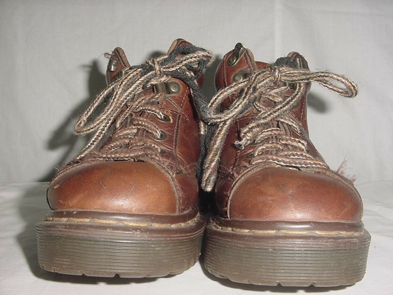 Dr. MARTENS WOMEN'S AIR WAIR CHUKKA ANKLE LACE UP BOOTS  8287 SIZE 3