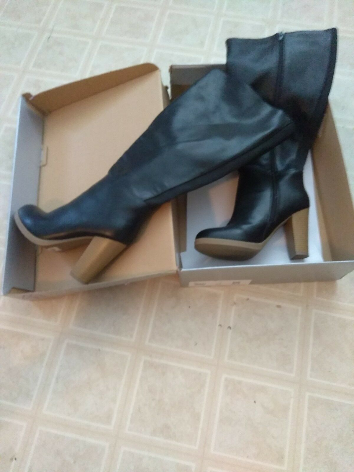 Women's knee high boots size 9w