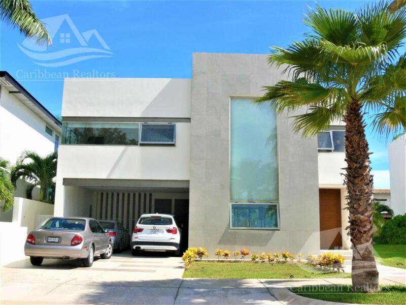Casa en venta en Puerto Cancún / zona hotelera