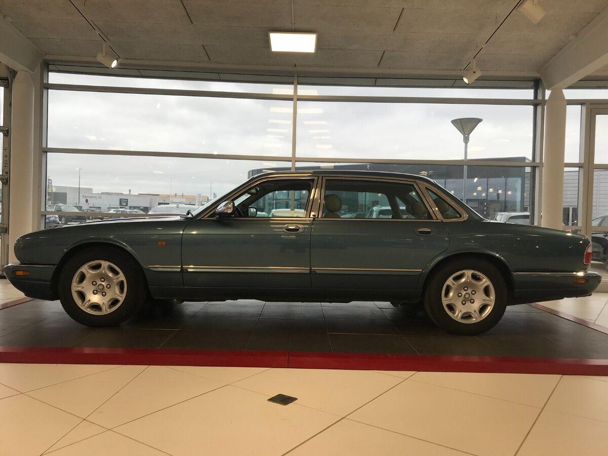 Jaguar Daimler V8
