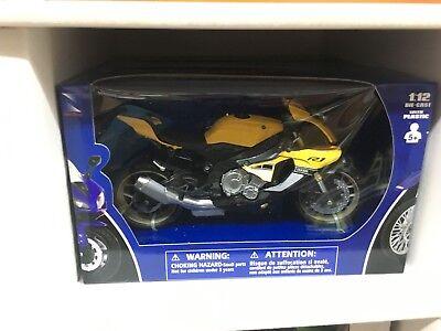 /2016/1 Yellow New-Ray NEWRAY 57814/ 18/Yamaha YXZ 1000/ATV