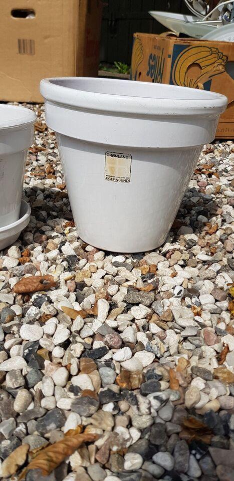 Keramik, Store hvide urtepotteskjulere og underskåle,
