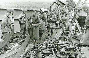 WW-II-Usa-Photo-Turning-In-Weapons-German-Surrender