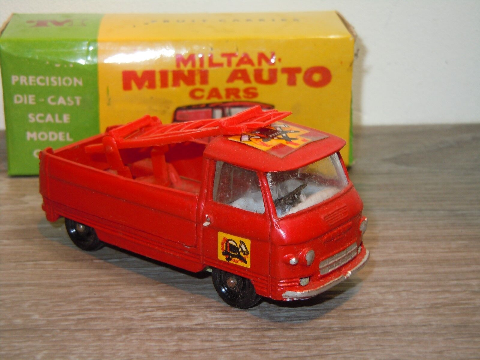 Commer Commer Commer 3/4 Ton Chassis Fire Service - Milton 832 India in Box *34645 164ad4