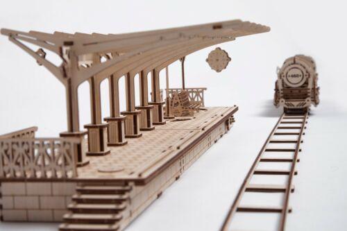 Ugears Stazione del treno Modello funzionante da assemblare in legno