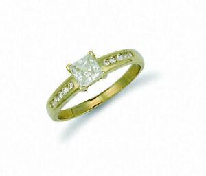 Corte-Princesa-Anillo-Solitario-Contraste-Oro-Amarillo-Compromiso-Mujer