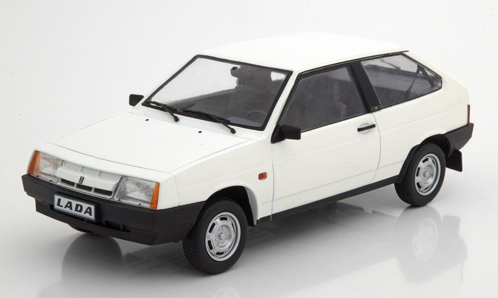 Lada Samara 1984 bianca 1 18 Model KK SCALE