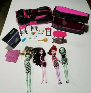 Monster-High-Lot-4-Dolls-Draculaura-Car-Roadster-Sweet-1600-Coffin-amp-Accessories