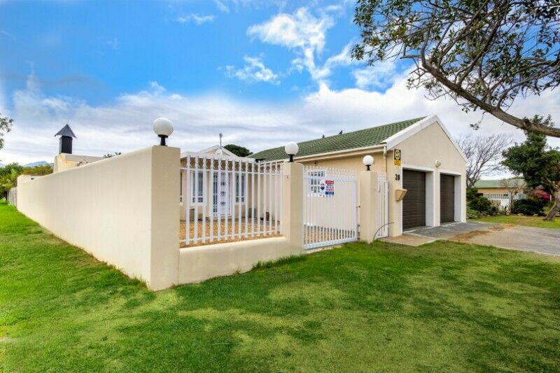 Immaculate and Extremely Neat 2 Bedroom Home with High Quality Finishes For Sale in the Ever Popular