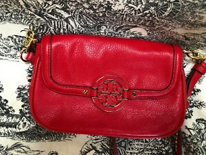 NEW-Tory-Burch-Amanda-Fuchsia-Pink-Pebbled-Mini-Crossbody-Logo-Messenger-bag