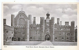 Middlesex-Postcard-First-Green-Court-Hampton-Court-Palace-ZZ3563
