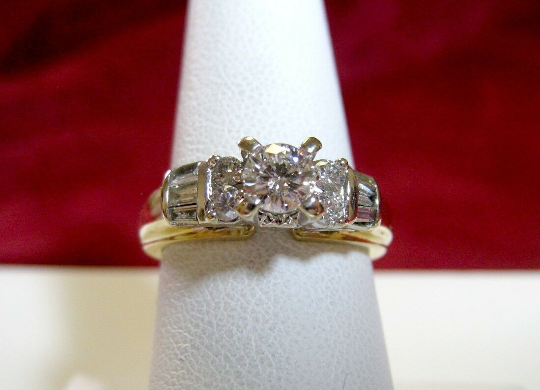 14K YELLOW gold .60 CTW ROUND DIAMOND AND BAGUETTES ENGAGEMENT RING SIZE 7