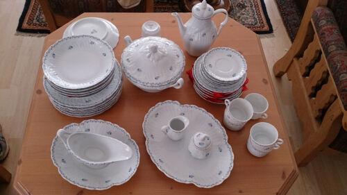 Limoges, Frühstücks- u. Speiseservice, zeitlos, weiß-blaues Design m. Blumen TOP