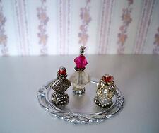 1:12  Miniatur Parfüm Flakons auf silbernen Tablett (021)