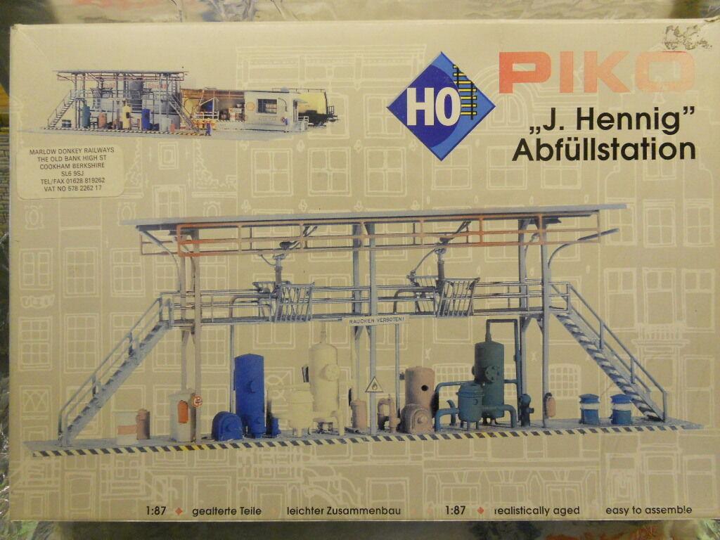 Piko 61105 J Hennig Filling Station Plastic Kit Aged Parts 1 87 H0 Scale