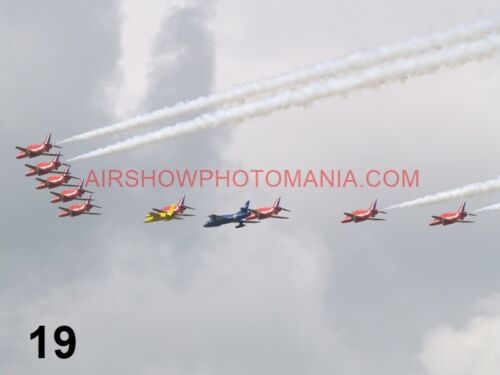 1 X BRITISH AEROSPACE HAWK RED ARROWS SPITFIRE HURRICANE THUNDERBIRDS PHOTOGRAPH