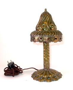 handgetriebene-Messing-Tischlampe-um-1910-1920-signiert-HW-Herz-Ornamente