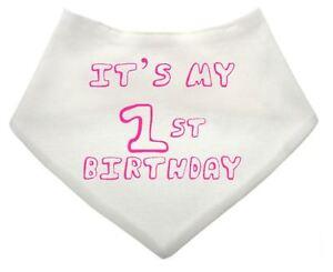C'est Mon Premier Anniversaire Bébé Personnalisé Blanc Rose Dribble Bib Cadeau Bébé-afficher Le Titre D'origine