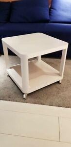 IKEA Beistelltisch mit Rollen; in weiß; (50x50cm) Couchtisch