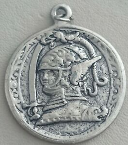 VINTAGE-LARGE-PEWTER-SILVER-TONE-GEORGE-amp-DRAGON-FOB-PENDANT-NECKLACE