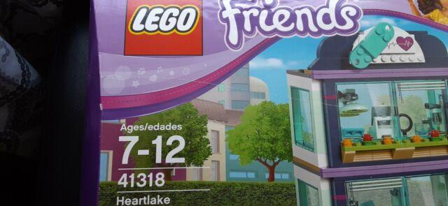 LEGO 41318 Friends Heartlake Hospital ambulance newborn nursery baby crib